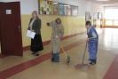 Sprzątamy szkolny korytarz