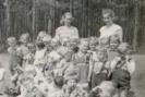 1959 rok Dzieci na spacerze.