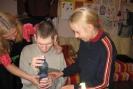DPS Przytocko. Marta próbuje swoich zdolności pedagogicznych z niewidomym Krzysiem