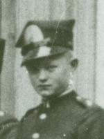 Tadeusz Bielak urodził się 25 kwietnia 1925 roku we Lwowie. Do 1940 roku mieszkał z rodzicami i o 2 lata starszym bratem Adamem przy ulicy Jabłonowskich ... - bielak2ok