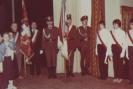 fot. 2. Sztandar w rękach członków komitetu rodzicielskiego. Uroczystość zaszczyciła jednostka wojskowa 3706 ze Słupska (pułk czołgów) - jednostka ta jest spadkobiercą 16 Brygady Pancernej, w której w czasie wojny walczył Tadeusz Bielak.