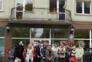 Warsztaty w Głosie zakończyły się wspólnym zdjęciem przed siedzibą redakcji. Naszą grupą opiekowała się również nauczycielka języka polskiego z gimnazjum - Pani Agata Koziarek