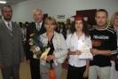 Rodzice Piotr i Angelika Mandzikowie, ich córka Patrycja jako Uczeń Roku 2006/07.